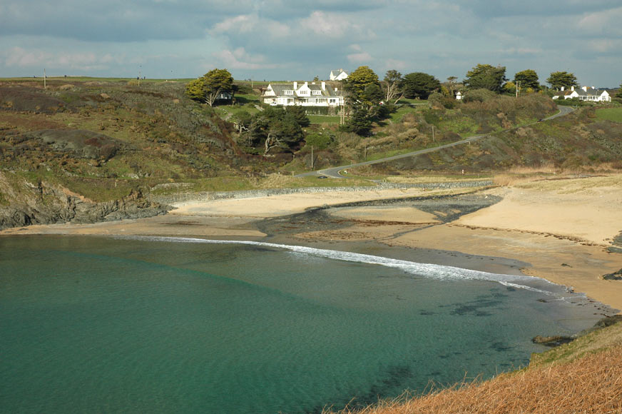 Best Beaches In Cornwall For Metal Detecting
